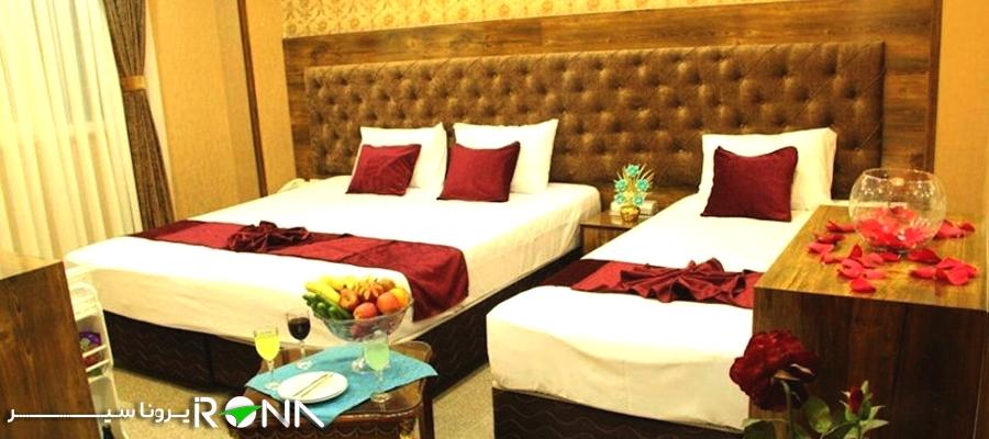 صبحانه در اتاق هتل مشهد